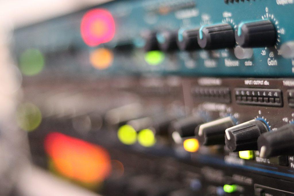 Mixing Online